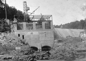 1920 photo of hydroelectric dam construction at Dashville