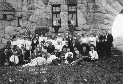 Lake Mohonk gathering, unidentified group, August 1917, in front of the Testimonial Gateway. Original photo from the collection of Vivian Yess Wadlin