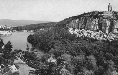 Skytop and Lake Mohonk taken from Eagle Cliff. From the collection of Vivian Yess Wadlin