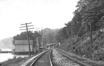 Looking south at the Milton Train Station, 1910. Postcard from the collection of G. Mastorpaolo.
